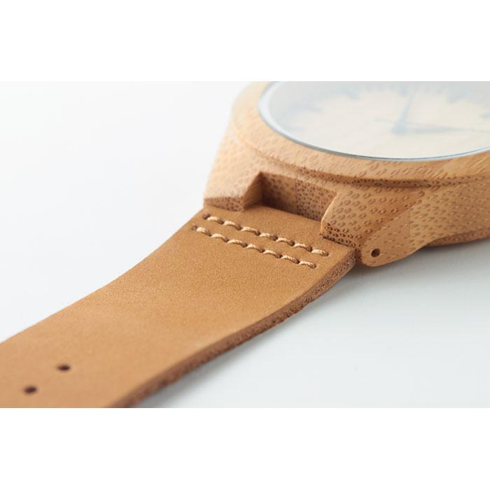 Наручные часы на кожаном ремешк, древесный